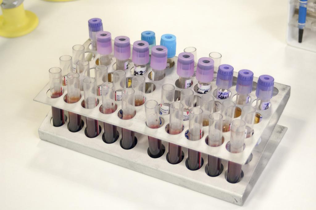 Laboratorio de Análisis clínicos CEyDES