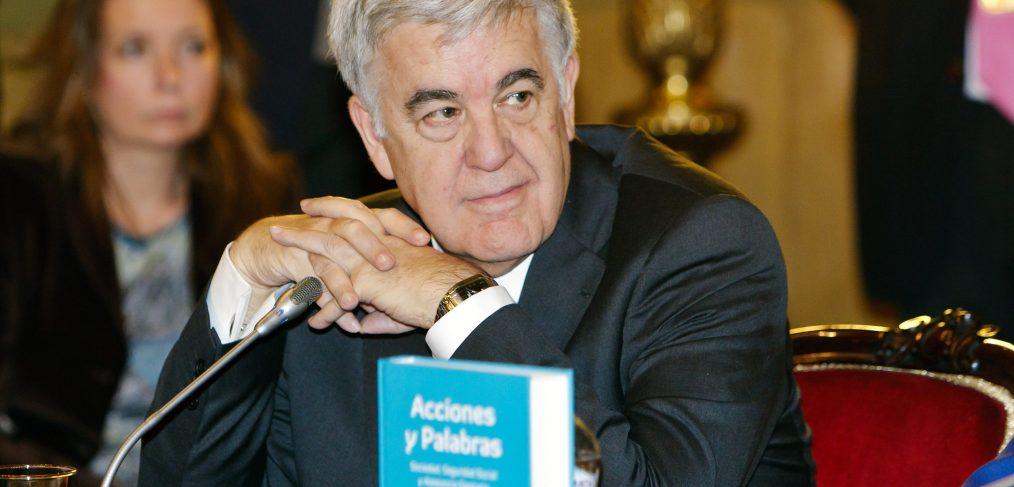Carlos J. Martín